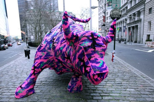 street_art_yarn_crochet_4